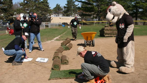 SouthPaw and volunteers renovate Westland Hills in Albany during 2011 '4 in 24' program.